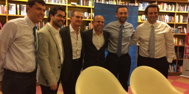 """Sessão de autógrafos do livro """"Vencer o Câncer de Mama""""."""